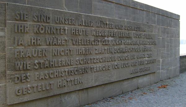 Zitat an einer Wand der Gedenkstätte