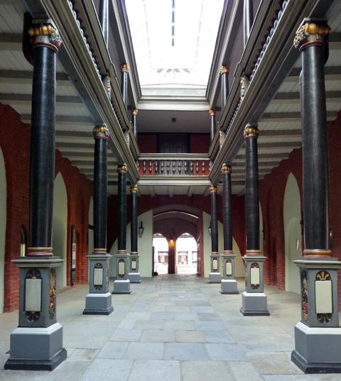 Stralsund: Durchgang Rathaus