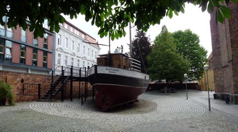 Boot vor dem Meeresmuseum