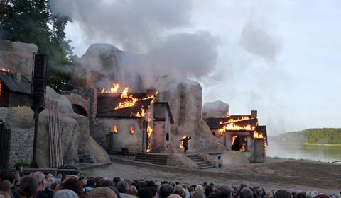 Der Hof brennt nieder