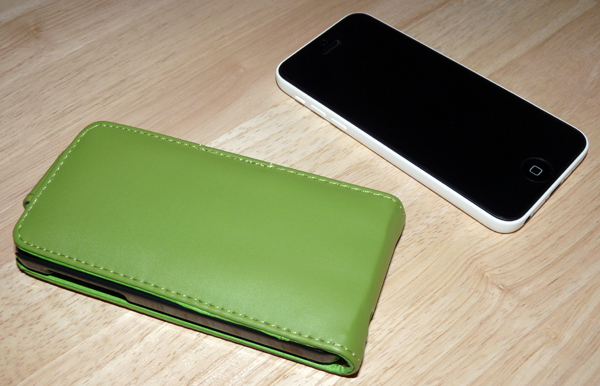 Flipcase neben dem iPhone 5C