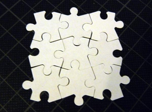 Puzzle Teile mit einem Stanzer erstellt