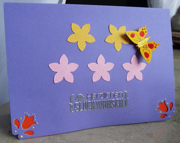 Blümchenkarte mit Schmetterlink