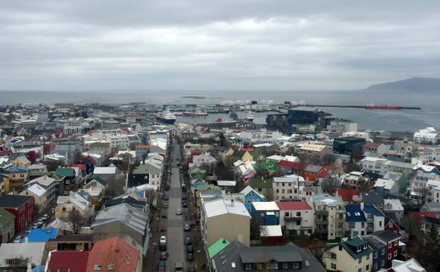 Blick von der Hallgrímskirkja in Richtung Hafen