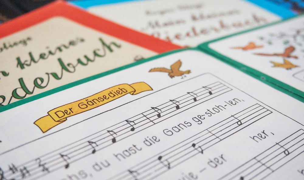 Kleine Liederhefte aus DDR-Zeiten